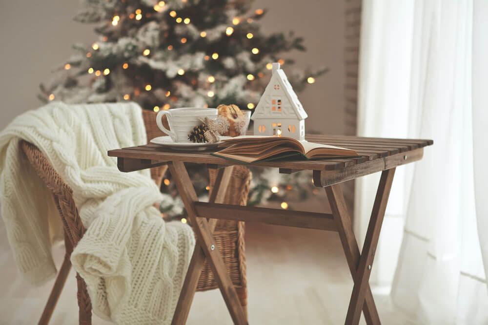 Holiday decor on a tv tray